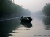 Fischerboot im Morgennebel