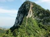Die Grosse Mauer zieht sich durch das Gebirge