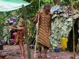 24 - Im Mbuti-Pygmaeen-Dorf