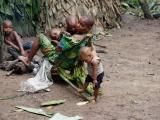 27 - Im Mbuti-Pygmaeen-Dorf