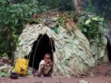 28 - Im Mbuti-Pygmaeen-Dorf