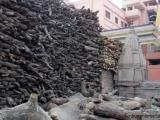Varanasi - Holz fuer die Scheiterhaufen