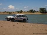 Auto waschen am Fluss