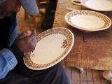 Verzierung eines Tellers mit Henna