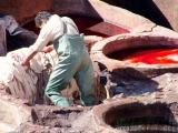 Gerberei in Fes -Arbeiten an den Farbbecken