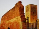 Aussenwaende der ehemaligen Moschee und Hassanturm in Rabat