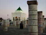 Saeulen der unvollendeten Moschee,  Grab Mohammed V