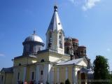 Kloster Hincu, im Hintergrund orthodoxe Kirche