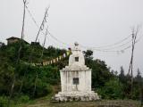 Stupas ueberall am Weg