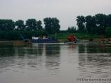 Boot das Steine aus dem Taedong foerdert und schreddert