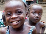 Kinder im Dorf