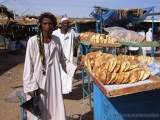 Markt in Ad Dammer - Brotverkaeufer
