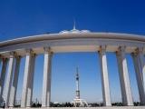 Aschgabat Blick zum Denkmal zum 25 Jahrestag der Unabhaengigkeit Turkmenistans
