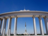 Aschgabat Blick zum Denkmal zum 25. Jahrestag der Unabhängigkeit Turkmenistans