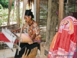 Thai-Frau beim Weben