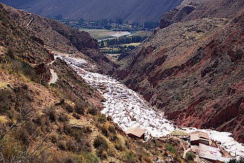 Salzterrassen-bei-Miras-Peru