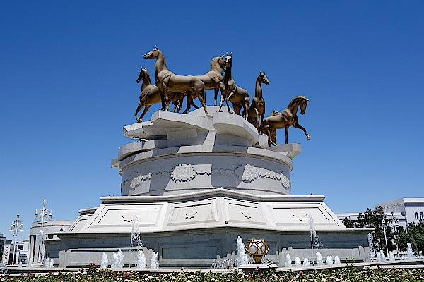Denkmal für Achal-Tekke-Pferde
