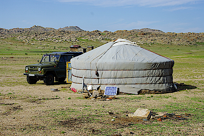 Bei-Nomaden-in-der-Mongolei-zu-Hause