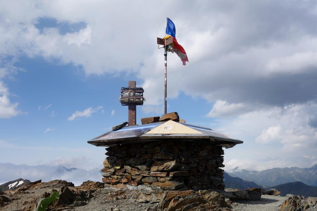 Auf-dem-Gipfel-des-Alt de Comapedrosa-in-Andorra
