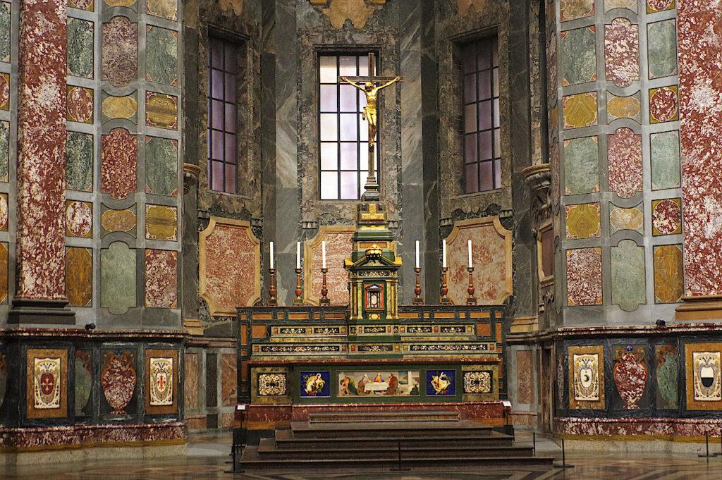 Altar-in-der-Kapelle-der-Medici-Florenz