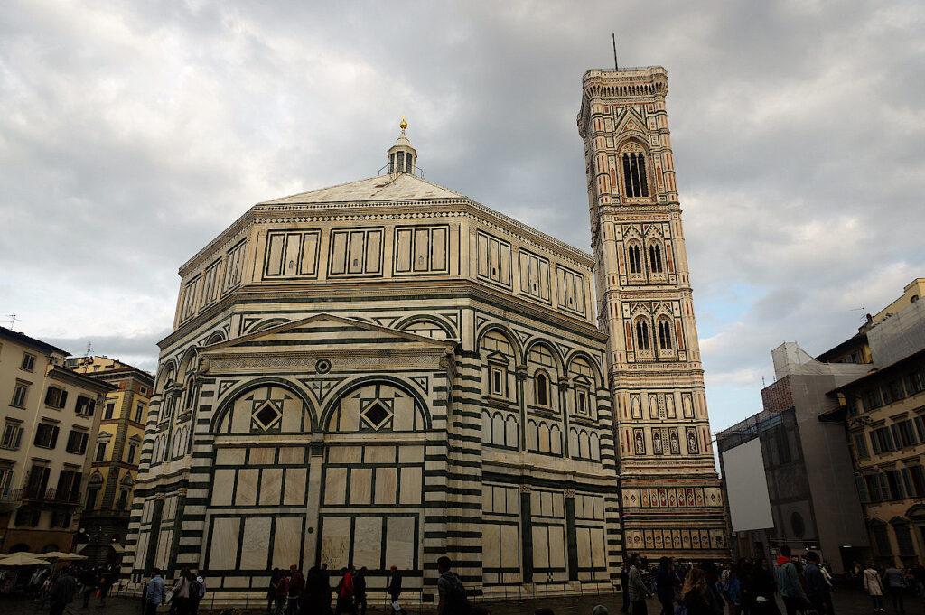 Baptisterium-und-Campanile-in-Florenz