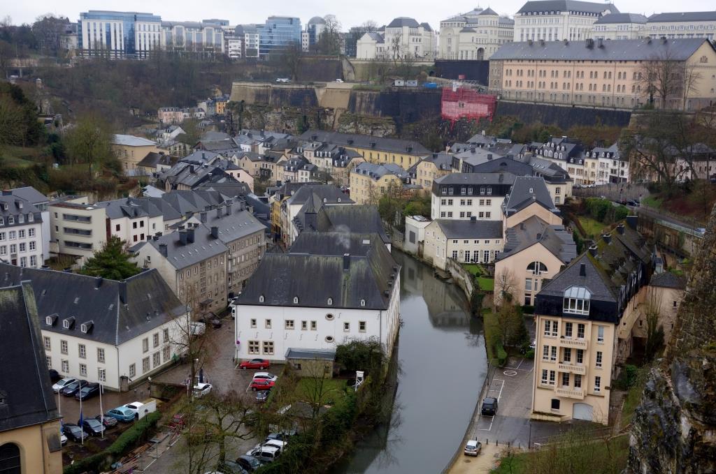 Blick-ueber-Luxemburg-vom-Bockfelsen