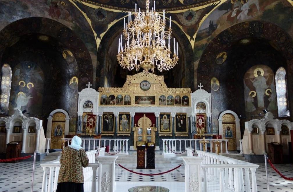 Hoehlenkloster-Heilige-Maria-Himmelfahrt-Ukraine