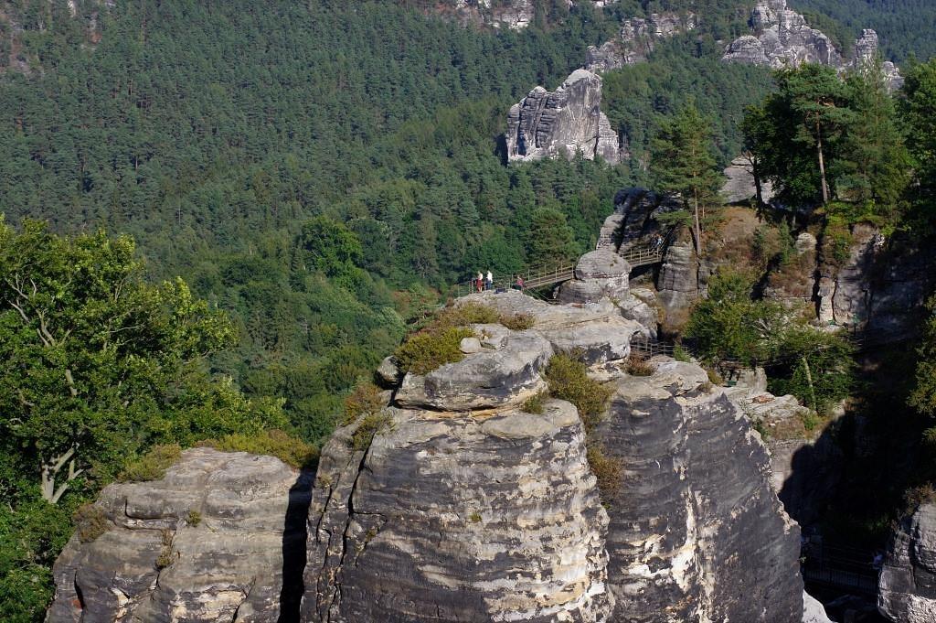 Blick-ueber-die-Felsen