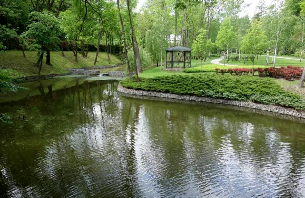 Parkanlage-in-Meschigorje