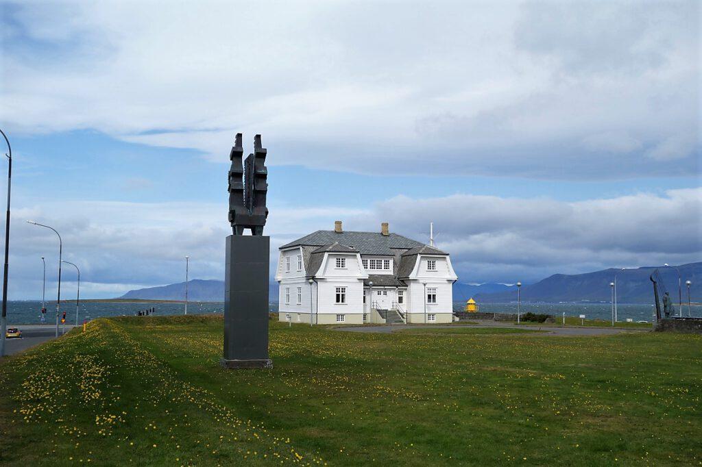 Hoefdi-Haus-in-Reykjavik
