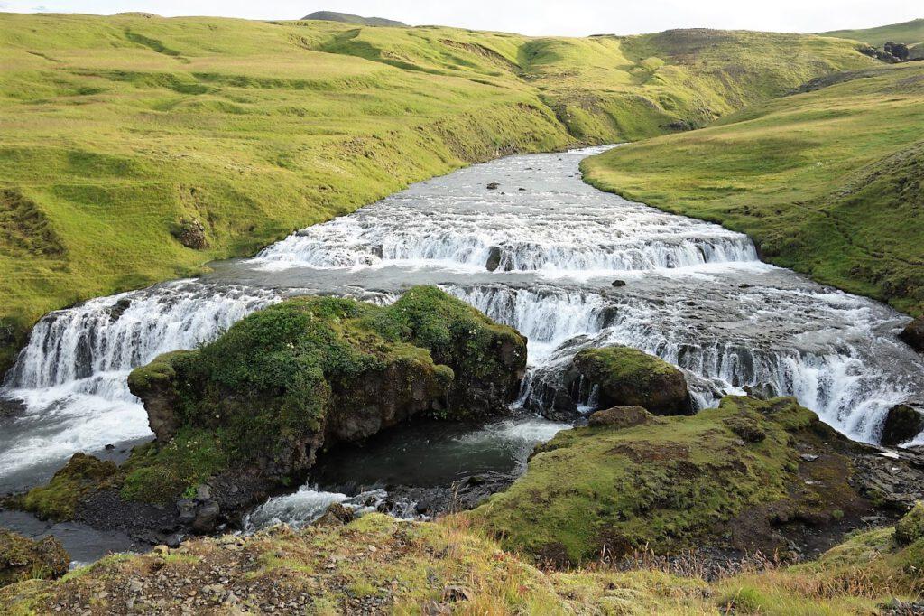 Wasserfall-am-Fimmvoerdurhals-Wanderweg-auf-Island