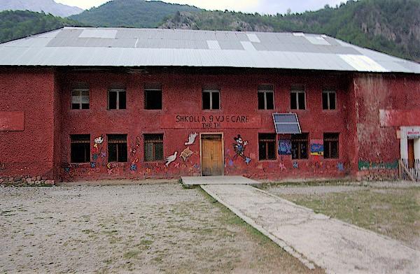 Schule-im-Tal-von-Theth-Albanien
