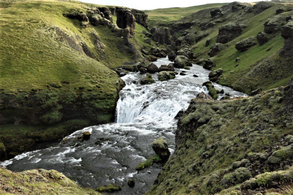 Wasserfall-am-Fimmvoerdurhals-Wanderweg