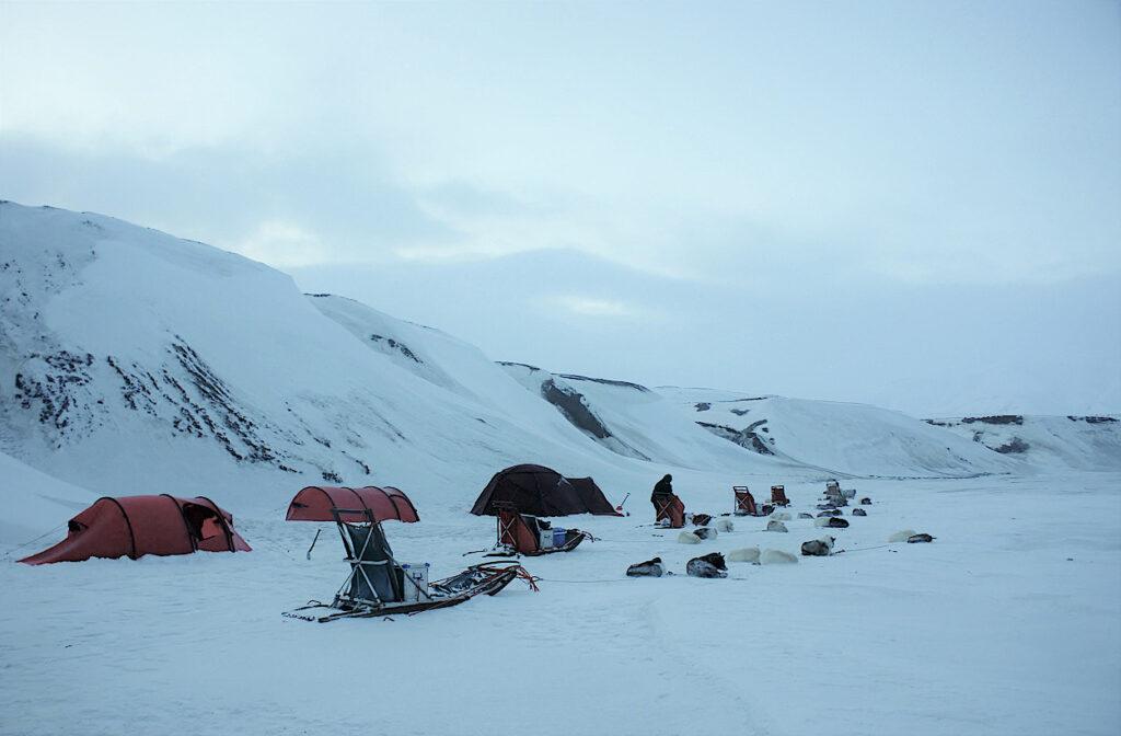 Zelten-im-Eis-auf-Spitzbergen