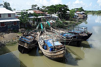 Fischerdorf-und-Boote-auf-der-Bangladeschreise