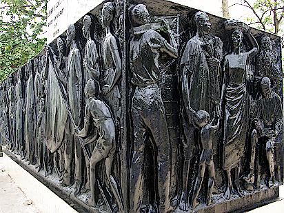 Relief-am-Denkmal-Joseph-Jenkins-Roberts