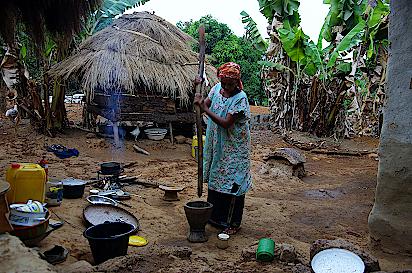 Peulh-Frau-beim-Kochen