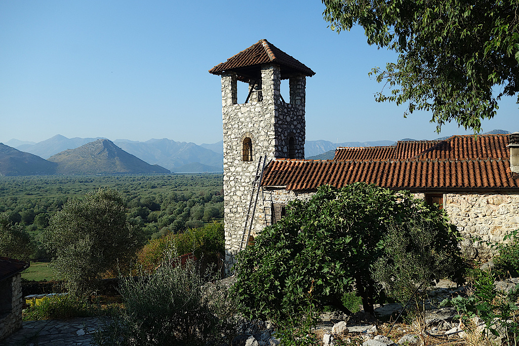 Klosterinsel-im-Skutarisee-in-Montenegro
