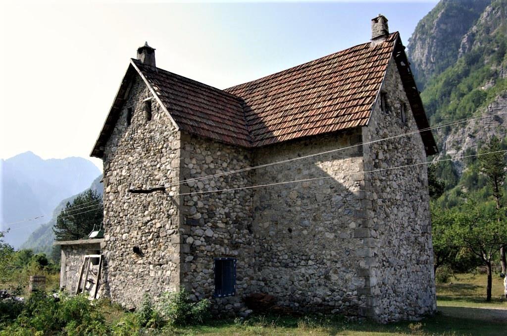 Wohnhaus-Tal-von-Theth-Albanien