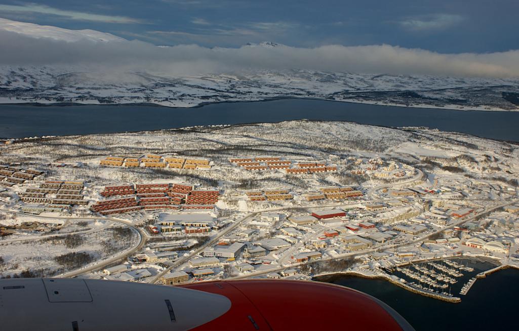 Anflug-auf-Longyearbyen-Spitzbergen