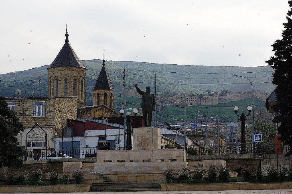 Armenische-Kirche-und-Festung-Naryn-Kala