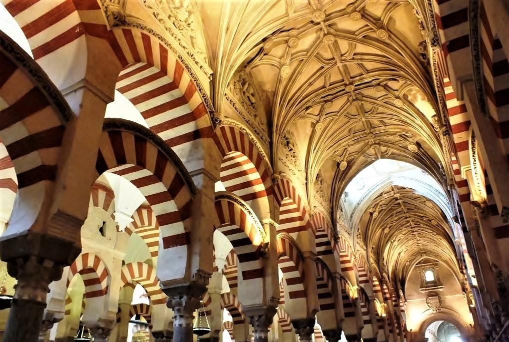 Orientalische-Boegen-in-der-Kathedrale