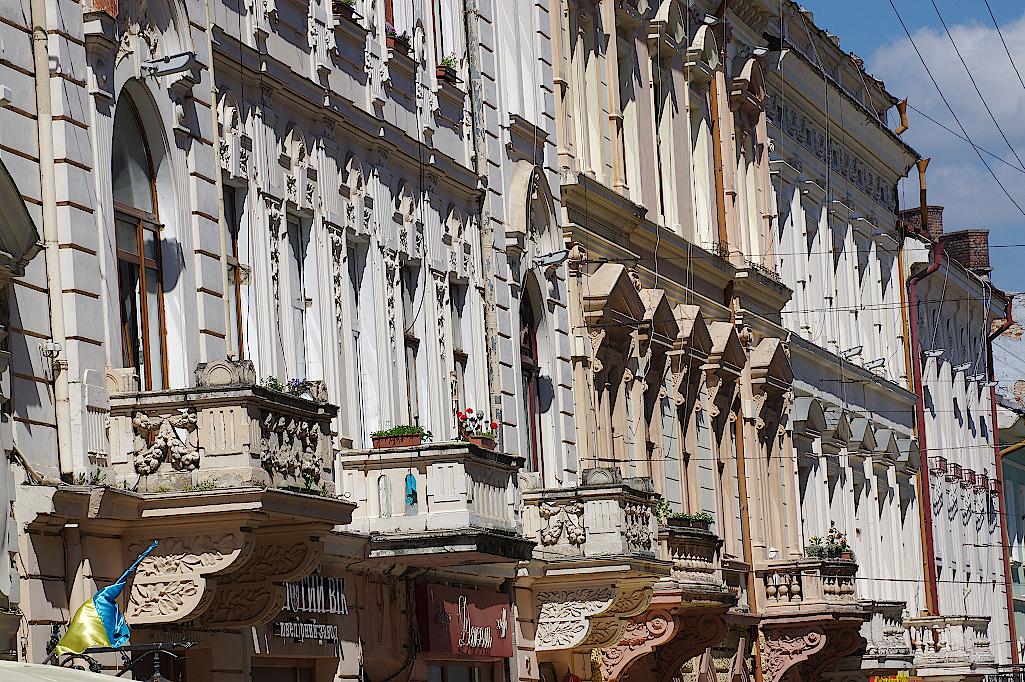 Fassaden-in-der-Olga-Kobyljanska-Straße-in-Czernowitz