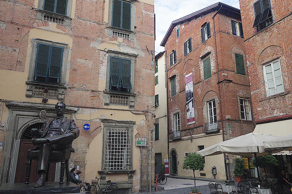 Denkmal-und-Geburtshaus-von-Giacomo-Puccini