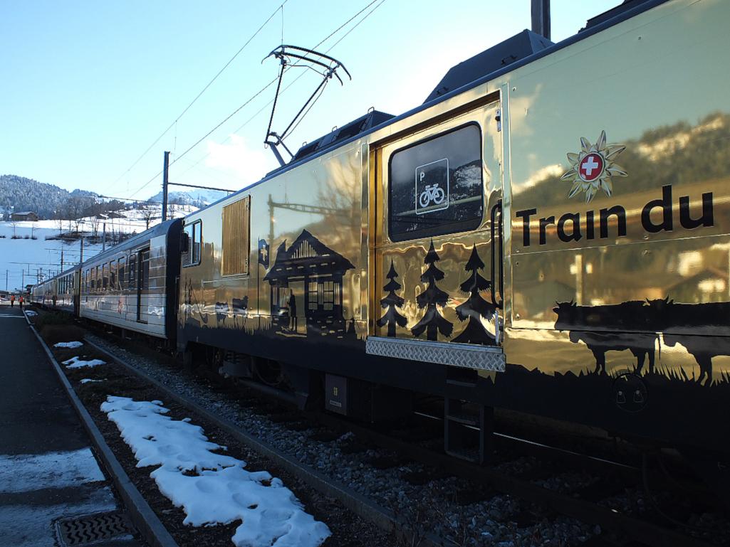 Lokomotive-des-Golden-Pass-Express-Schweiz