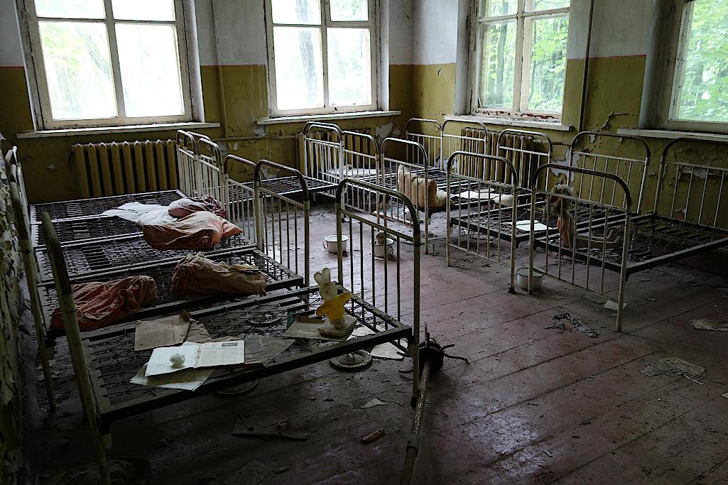 Schlafraum-im-Kindergarten-in-Tschernobyl