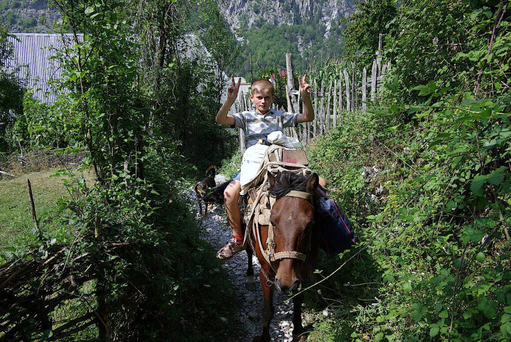 Valentin-auf-dem-Pferd
