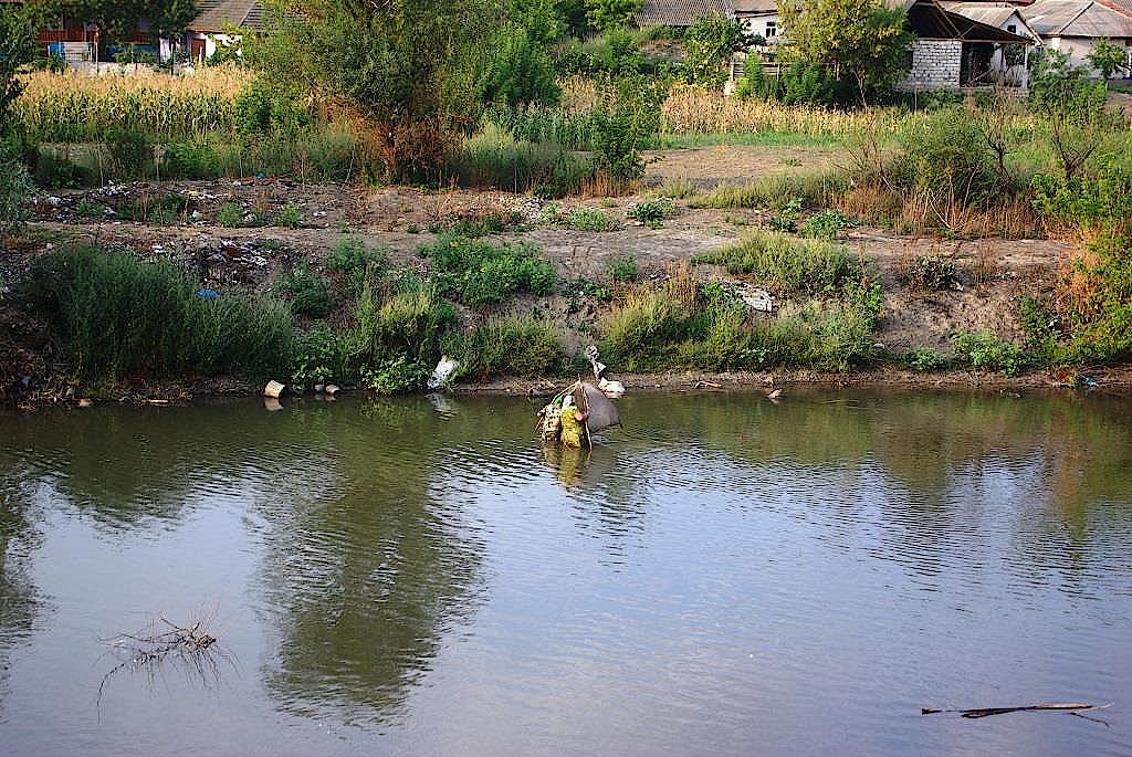 Frauen-beim-Fischen-in-Trebujeni