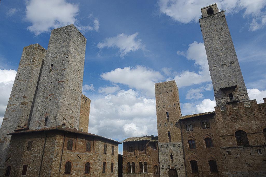 Tuerme-von-San-Gimignano-in-der-Toskana