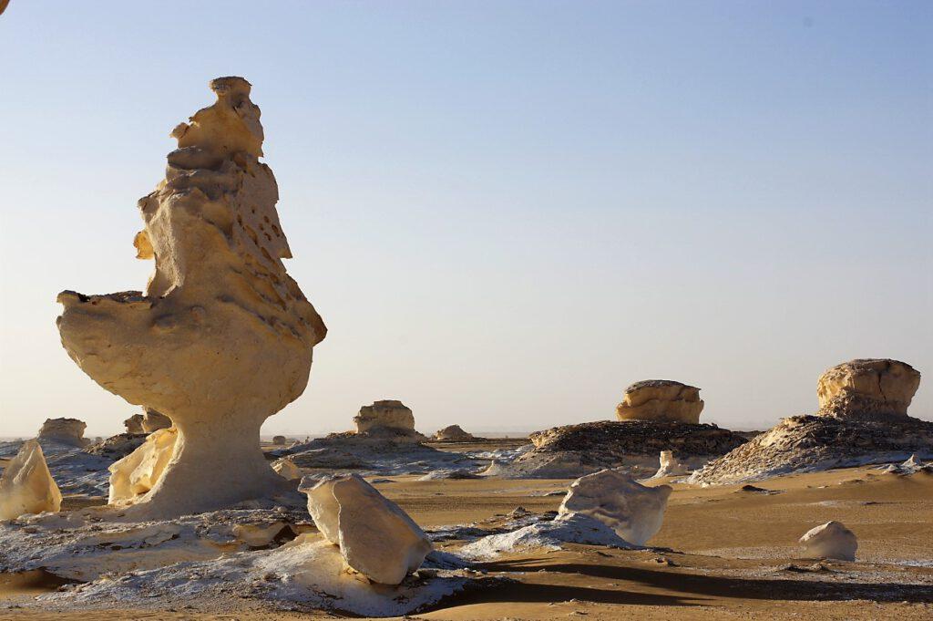 Steinformationen-in-der-Weissen-Wueste